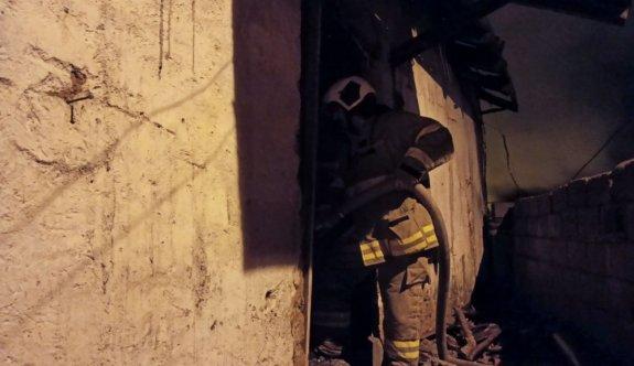 Balıkesir'de müstakil evde çıkan yangında 1  kişi dumandan etkilendi