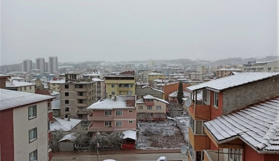 Bilecik'te yoğun kar nedeniyle 13 köy yolu ulaşıma kapandı