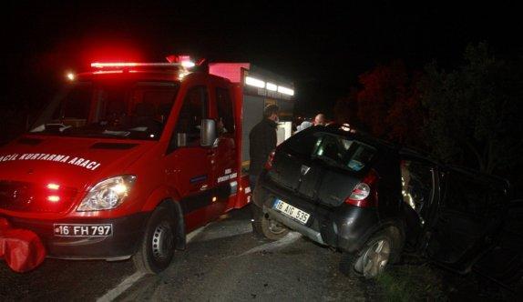 Bursa'da minibüsle otomobilin çarpıştığı kazada 3 kişi yaralandı