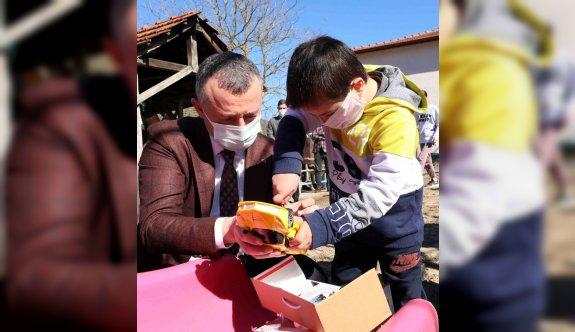 Down sendromlu Ahmet oyun parkı hayaline evinin bahçesinde kavuştu