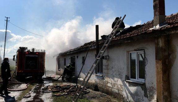 Edirne'de bacadan sıçrayan alevler çiftlik evinde yangına neden oldu