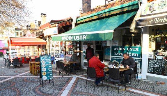 Edirne'de yeme içme yerleri yeni tedbirler kapsamında müşteri kabul etmeye başladı