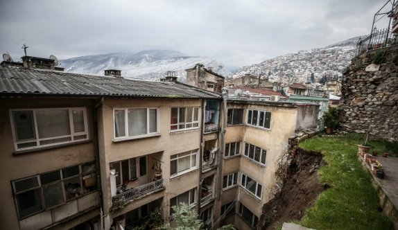 GÜNCELLEME 2 - Bursa'da meydana gelen heyelan nedeniyle 7 bina boşaltıldı