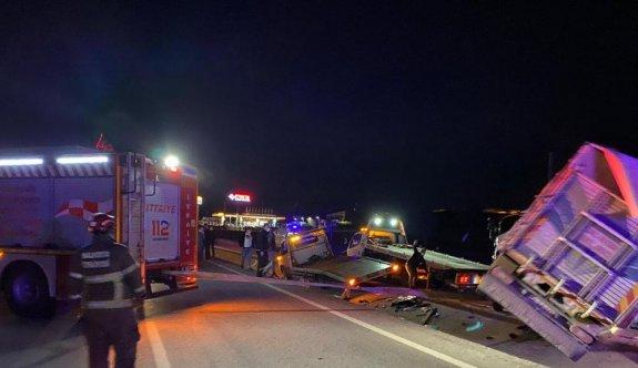 GÜNCELLEME - Balıkesir'de ambulans, kamyon ve otomobilin karıştığı kazada 4 kişi öldü, iki kişi yaralandı