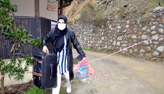 Kocaeli'de istinat duvarının çökmesi sonucu 6 ev tahliye edildi