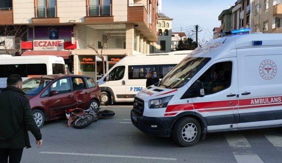 Kocaeli'de motosikletin otomobille çarpışması güvenlik kamerasında