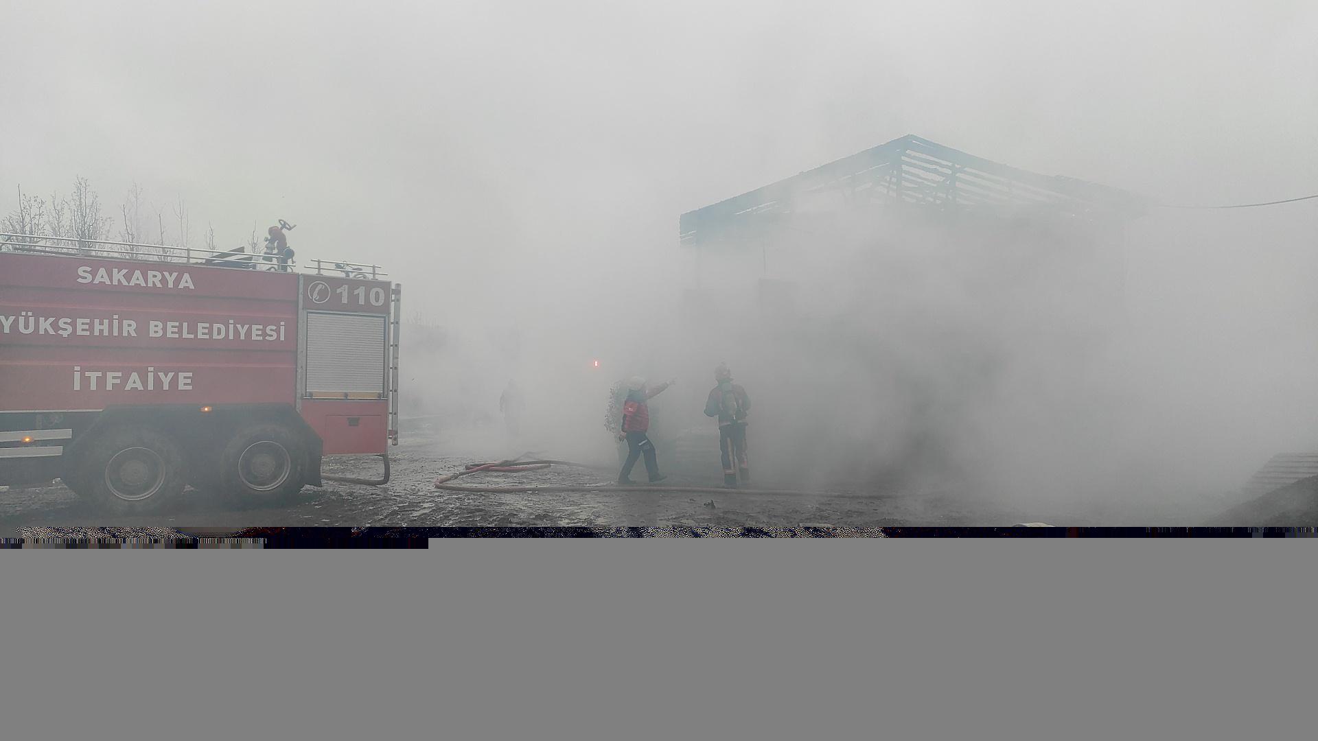Sakarya'da fidanlığa ait depo çıkan yangında kullanılamaz hale geldi