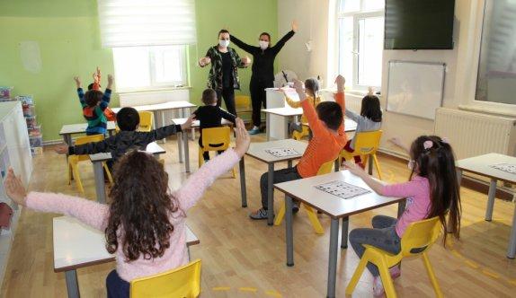 Tekirdağlı hayırsever bağışladığı okulda stajyer öğretmen olarak göreve başladı