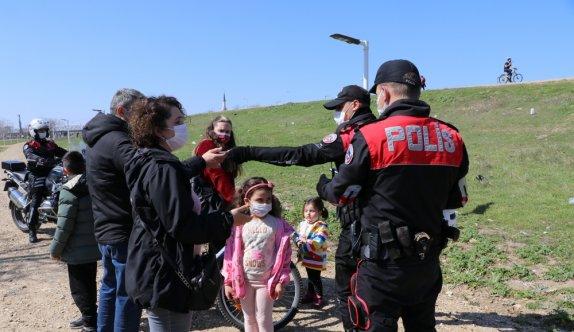 Tunca Nehri kenarında gezerek Kovid-19 tedbirlerini ihlal eden 28 kişiye 25 bin 200 lira ceza yazıldı