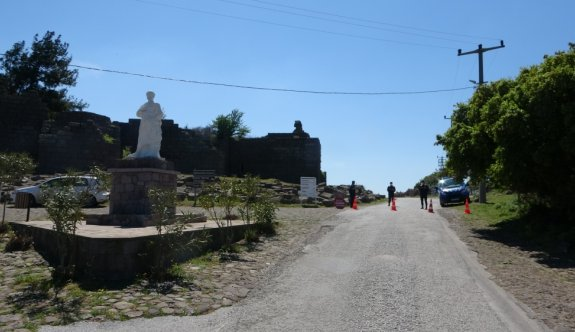 Assos Antik Limanı'ndaki işletmeler kaya ıslahı çalışması nedeniyle 500 gün kapalı kalacak