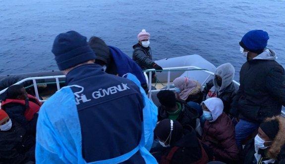 Ayvalık açıklarında Türk kara sularına geri itilen 68 sığınmacı kurtarıldı