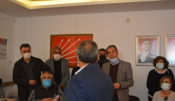 Ayvalık'ta CHP'li bazı belediye meclis üyelerine baskı yapıldığı iddiasına ilişkin açıklama sırasında gerginlik