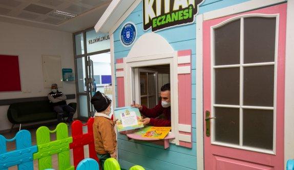 Bursa'da 4 bin çocuk kitabı reçeteyle dağıtıldı