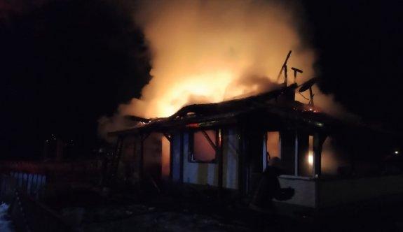 Bursa'da çıkan yangında tek katlı ev kullanılamaz hale geldi