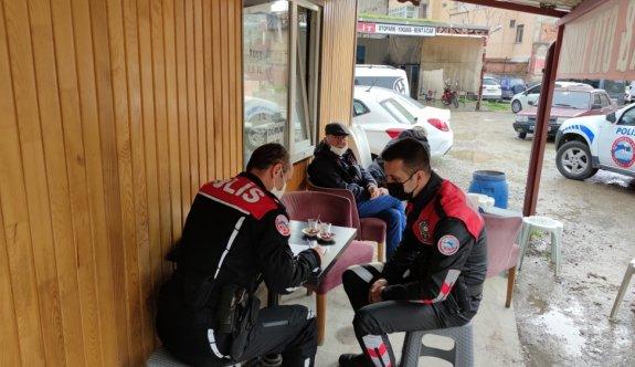 Bursa'da Kovid-19 tedbirlerine uyulmayan çay ocağındaki 11 kişiye para cezası uygulandı