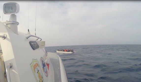Çanakkale açıklarında Yunanistan unsurlarınca geri itilen 54 düzensiz göçmen kurtarıldı