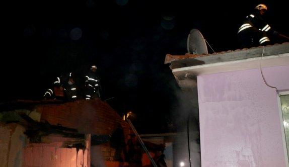 Edirne'de bir evin bahçesinde çıkan ve çevredeki evlere sıçrayan yangın söndürüldü
