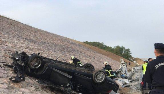 GÜNCELLEME - Kuzey Marmara Otoyolu'nda Kazakistan konsolosluğuna ait otomobilin devrilmesi sonucu 4 kişi öldü