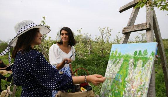 Kırklareli'nde çiçek açan armut bahçeleri ressamlara ilham kaynağı oldu