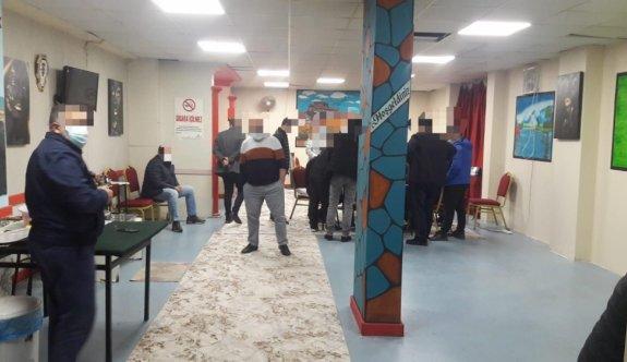 Kocaeli'de Kovid-19 tedbirlerini ihlal edip kumar oynayan 17 kişiye para cezası verildi