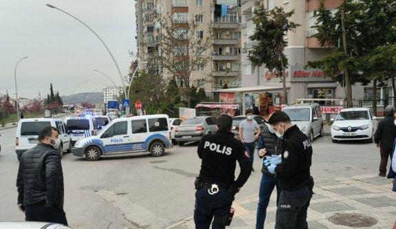 Kocaeli'de trafikte önünü kesen kişinin açtığı ateşle yaralanan sürücü hastaneye kaldırıldı