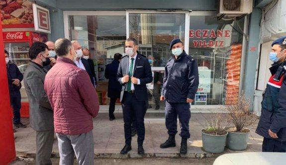 Kovid-19 vakalarında artış yaşanan Edirne'nin Enez ilçesinde vatandaşlara