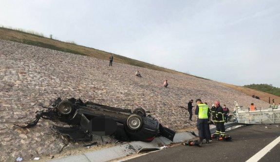 Kuzey Marmara Otoyolu'nda otomobilin devrilmesi sonucu 2 kişi öldü