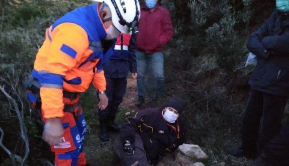 Sarp arazide çalışırken dengesini kaybedip düşen maden mühendisi kurtarıldı