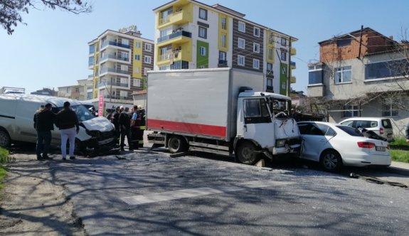 Tekirdağ'da freni boşalan kamyonet 6 araca çarptı: 1 yaralı