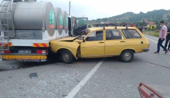 Balıkesir'de otomobille süt tankeri çarpıştı: 1 ölü, 1 yaralı