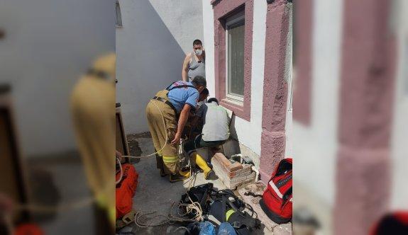 Balıkesir'de su kuyusuna düşen kişi itfaiye ekiplerince kurtarıldı