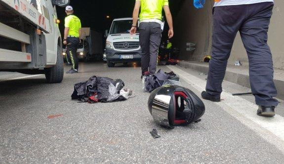 Kocaeli'de bariyere çarpan motosikletin sürücüsü öldü, arkadaşı yaralandı