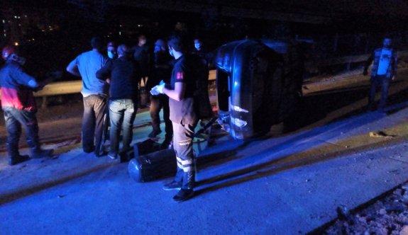 Kocaeli'de beton bariyere çarparak takla atan otomobilin sürücüsü hayatını kaybetti
