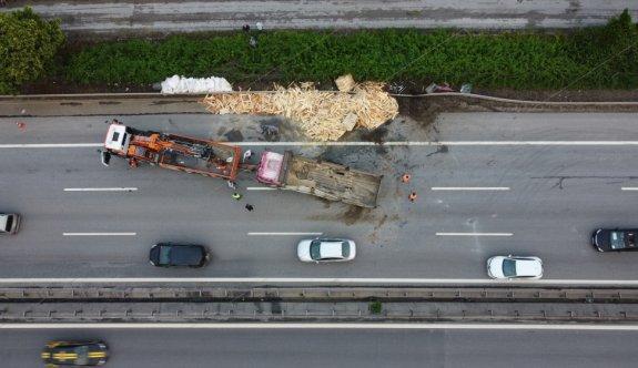 Anadolu Otoyolu'nda 13 aracın karıştığı kazalarda 3 kişi yaralandı