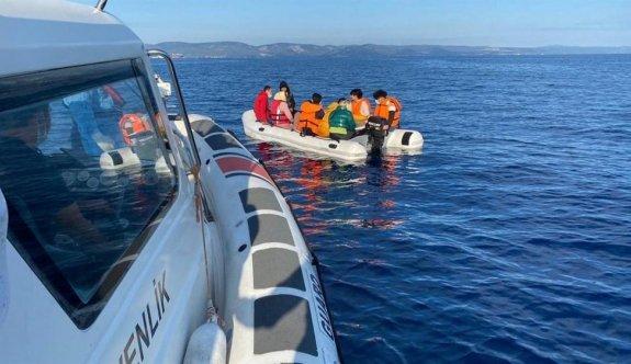 Ayvalık açıklarında Türk kara sularına itilen 12 sığınmacı kurtarıldı
