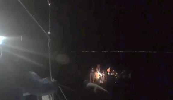 Balıkesir açıklarında Türk kara sularına itilen 37 sığınmacı kurtarıldı