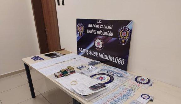 Bilecik'te sahte kimlikle dolandırıcılık yaptıkları iddia edilen 5 şüpheliden 3'ü tutuklandı