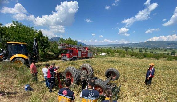 Bilecik'te tarlasını sürerken devrilen traktörün altında kalan sürücü öldü