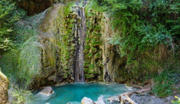 Bilecik'teki Suuçtu Şelalesi çevresindeki doğal güzellikleriyle ziyaretçilerini ağırlıyor