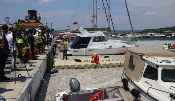 Çanakkale'de denizden 20 ton müsilaj toplandı