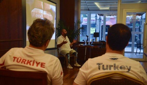 Dünya Serbest Dalış Rekortmeni Koçak, Short Track Milli Takımı'yla motivasyon seminerinde buluştu: