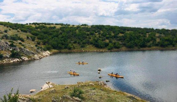 Edirne'de kanocular normalleşme sürecinin ilk etkinliğinde Süloğlu Barajı'nda kürek çekti
