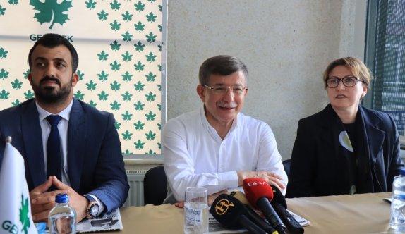 Gelecek Partisi Genel Başkanı Davutoğlu, Kırklareli'nde muhtarlar ve STK temsilcileriyle buluştu