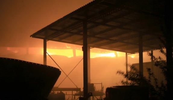 Kırklareli'nde büyükbaş hayvan çiftliğinde saman balyalarındaki yangın 42 saat sonra söndürüldü