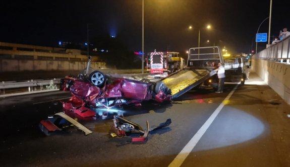 Kocaeli'de bariyerlere çarparak takla atan otomobildeki iki kardeş yaralandı