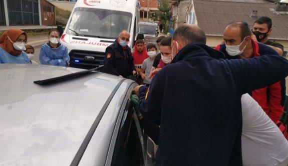 Kocaeli'de otomobilde kilitli kalan 1,5 yaşındaki çocuğu itfaiye kurtardı