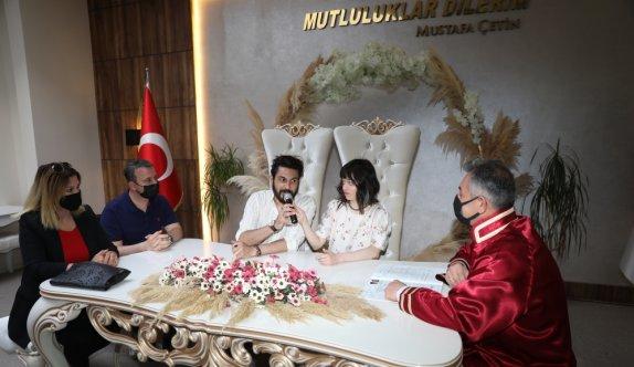 Kovid-19 nedeniyle ülkelerinde evlenemeyen Rus gelin ile Kıbrıslı damat Tekirdağ'da nikah kıydı