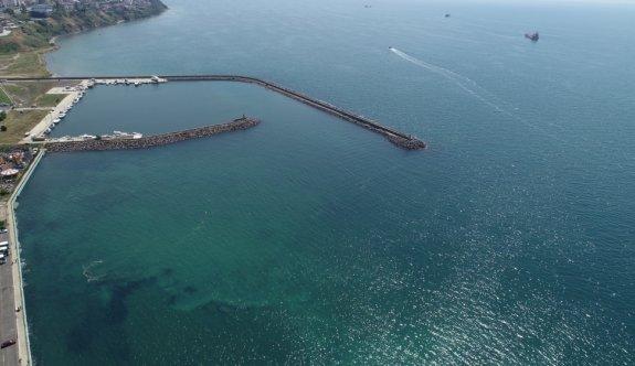 Tekirdağ'da kıyılarda görülen müsilaj rüzgarın etkisiyle dağıldı