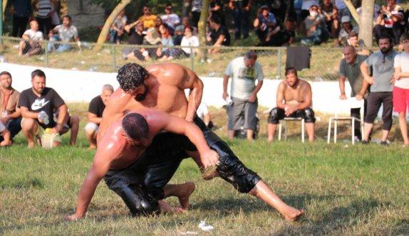 114. Geleneksel Tarihi Yalova Fevziye Yağlı Güreşleri'nin başpehlivanı İsmail Koç oldu