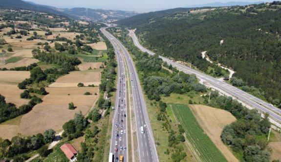 Anadolu Otoyolu'nda bayram tatili yoğunluğu devam ediyor